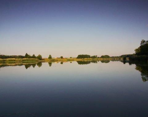 Františkův rybník - vodní hladina při západu slunce